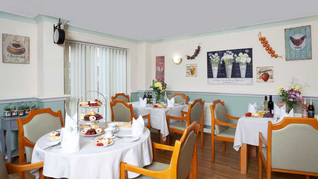 Farnworth Care Home : meals-carousel - 1