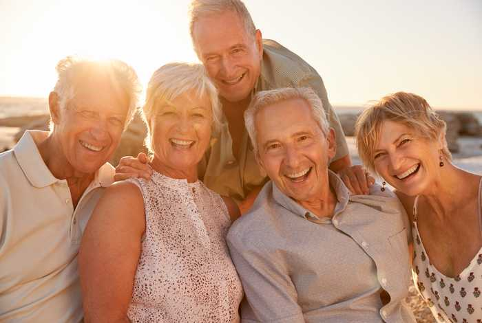What Is Attracting Single Seniors To Retirement Communities?